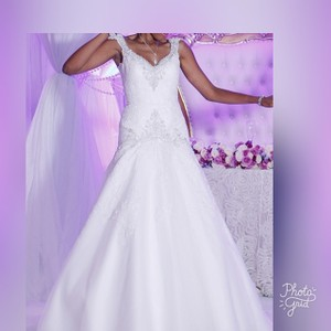 Allure Bridals White Lace Applique and Satin 9127 Wedding Dress Size 4 (S)