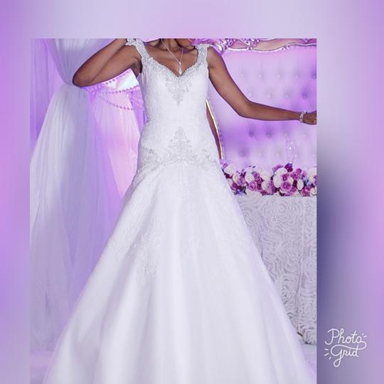 Preload https://img-static.tradesy.com/item/21820991/allure-bridals-white-lace-applique-and-satin-9127-wedding-dress-size-4-s-0-1-540-540.jpg