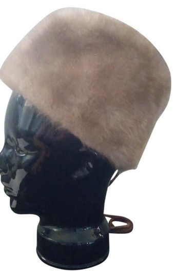 Preload https://img-static.tradesy.com/item/21821113/beige-vintage-1960-s-faux-fur-bonnet-hat-0-1-540-540.jpg