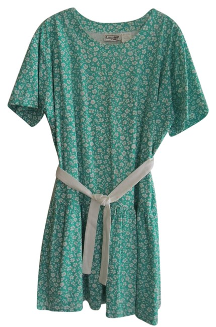 Preload https://img-static.tradesy.com/item/21822012/white-flowers-green-ladies-dropped-waist-ss-short-casual-dress-size-12-l-0-1-650-650.jpg