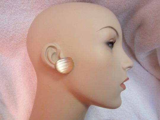 Alexis Bittar Hand Carved Signed Lucite Clip Earrings Image 4