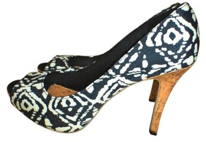 3cdc1d44c7 Christian Siriano for Payless Comfortable Light Weight Stylish Black/White  Pumps