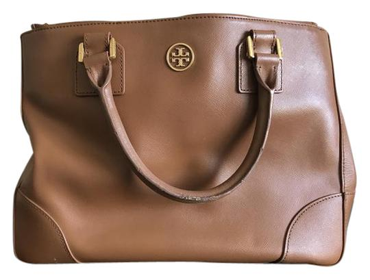 Preload https://img-static.tradesy.com/item/21824522/tory-burch-robinson-double-zip-luggage-saffiano-leather-tote-0-1-540-540.jpg