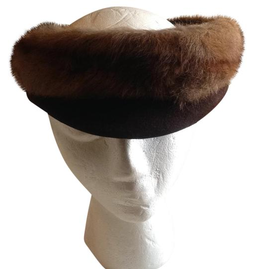 Preload https://img-static.tradesy.com/item/21827393/brown-bibbed-fur-hat-0-1-540-540.jpg