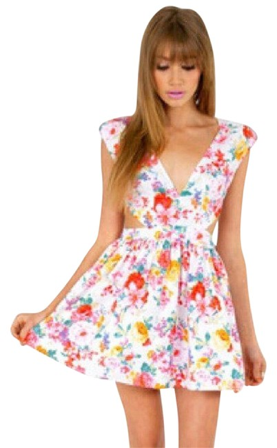 Preload https://img-static.tradesy.com/item/21827926/xtaren-white-floral-mini-short-night-out-dress-size-4-s-0-2-650-650.jpg
