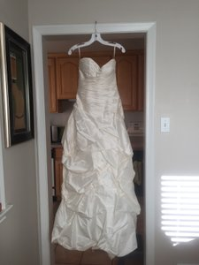 Paloma Blanca Ivory Silk/Polyester/Cotton Ca05313 Formal Wedding Dress Size 4 (S)
