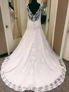 Essense of Australia Ivory Over Almond Lace Tulle D2167 Traditional Wedding Dress Size 8 (M)