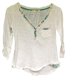 9-H15 StCl Henley Cotton Anthropologie T Shirt White with Blue Floral Detail