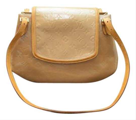 Preload https://img-static.tradesy.com/item/21836549/louis-vuitton-monogram-biscayne-111931-beige-vernis-shoulder-bag-0-1-540-540.jpg