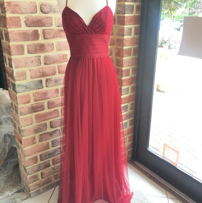 Item - Crimson Tulle and Lace G955 Modern Bridesmaid/Mob Dress Size 6 (S)