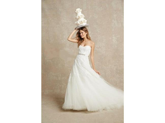 Item - Chantilly Sweetheart Embroidered Lace Gown Feminine Wedding Dress Size 4 (S)