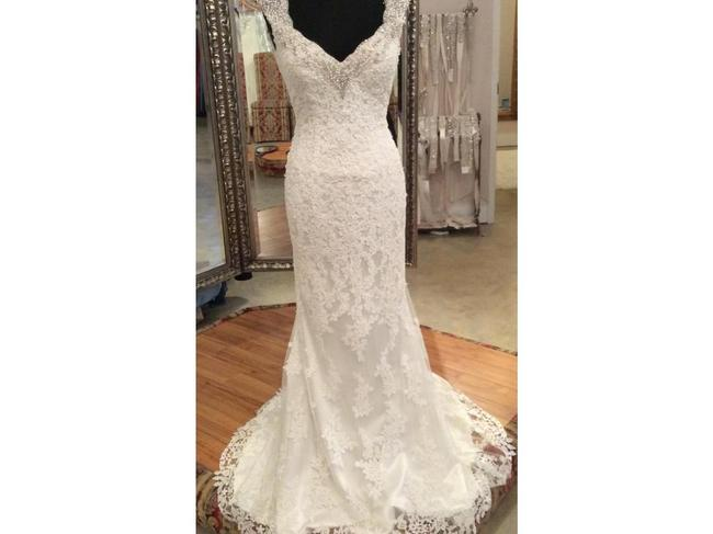 Item - Ivory Lace with A Beaded Neckline 9775 Vintage Wedding Dress Size 6 (S)