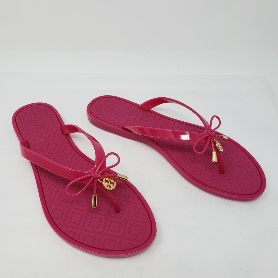 4d70fa89224 Tory Burch Pink Magenta Rubber Reva Logo Charm Round-toe Sandals. Size  US  8 Regular ...