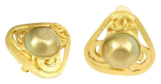 Chanel (SALE)Chanel Vintage Faux Pearl Earring 24k Gold Plated (RARE) Image 1