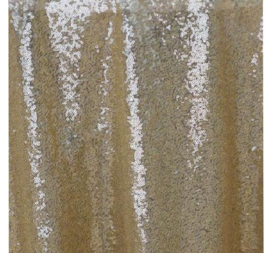 Preload https://img-static.tradesy.com/item/21850387/champagne-gold-sequin-table-decor-tablecloth-0-4-540-540.jpg