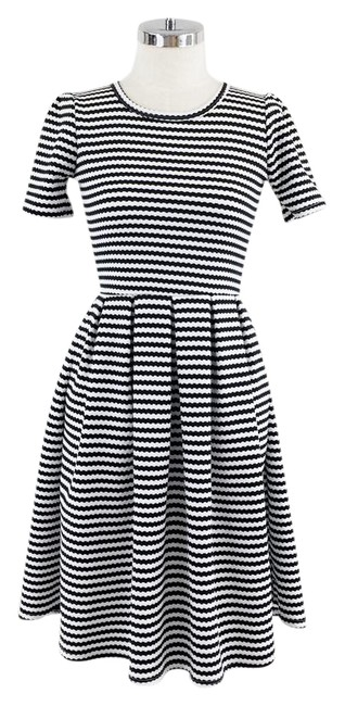 Preload https://img-static.tradesy.com/item/21852005/lularoe-black-white-amelia-and-stripe-short-casual-dress-size-2-xs-0-1-650-650.jpg