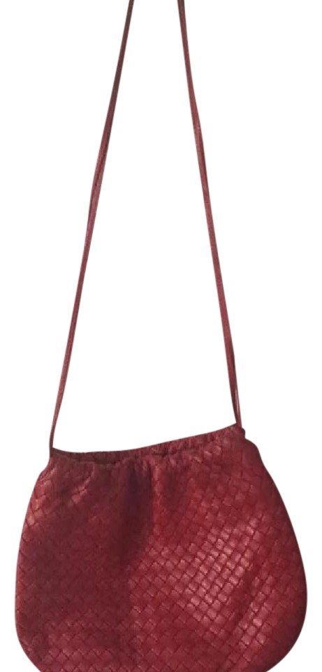 d457e0852dd8 Bottega Veneta Red Very Soft Intrecciato Leather Cross Body Bag ...