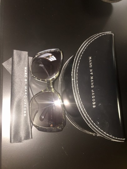 Marc Jacobs MARC JACOBS Sunglasses Black and gold frame w/ Grey lenses Image 1