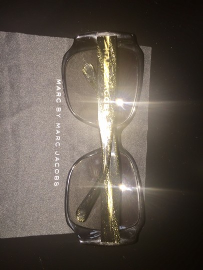 Marc Jacobs MARC JACOBS Sunglasses Black and gold frame w/ Grey lenses Image 2