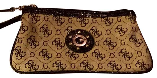 Preload https://img-static.tradesy.com/item/21854290/guess-by-marciano-monogram-patent-leather-wristlet-0-1-540-540.jpg
