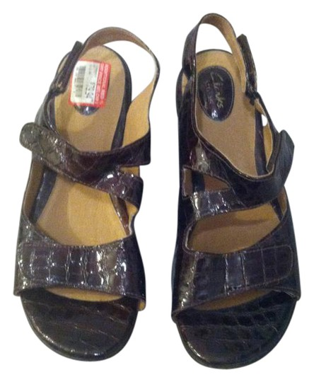 Clarks Artisan Womens Size 12 Wedge Comfort dark red patent leather Sandals Image 0