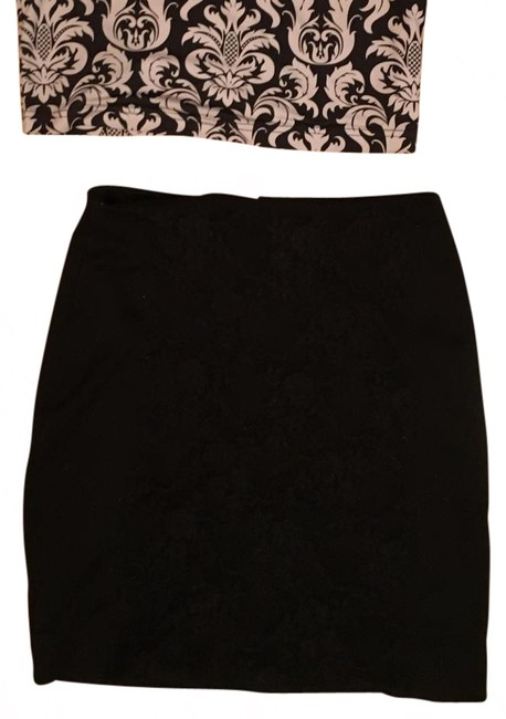 Item - Floral Bodycon Skirt Size 4 (S, 27)