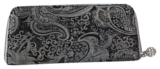 Preload https://img-static.tradesy.com/item/21857542/white-house-black-market-paisley-and-silver-synthetic-clutch-0-1-540-540.jpg