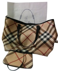 Burberry Gently Used Tote in Nova Check