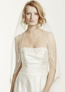 David's Bridal Ivory Medium Scalloped Edge with Bead and Crystal Motif Veil