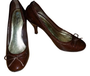 Mandee Bow Brown Pumps