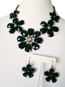 2-Piece Set, Faceted Hunter Green Crystal Flower Necklace & Earrings