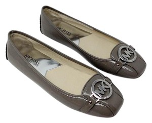 7a9202de997 Michael Kors Patent Leather Neutral Logo Silver Hardware Comfortable Steel Grey  Flats