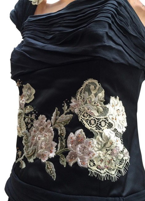 Adrianna Papell Stunning Evening Chic Unique Evening Special Occasion Evening Amazing Used Great As New Top Black with metallic gold and silver