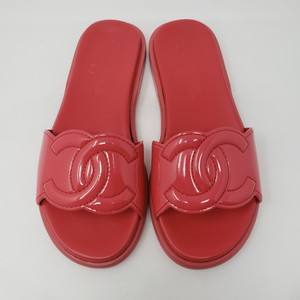 Chanel Interlocking Cc Patent Leather Quilted Logo Gold Hardware Red Sandals