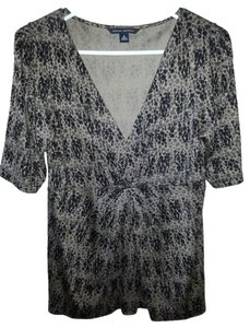 Banana Republic V-neck Short Sleeve Women's Leopard Like Cocktail Dinner Evening Wear Top Taupe Brown, with black accent in circle patterns