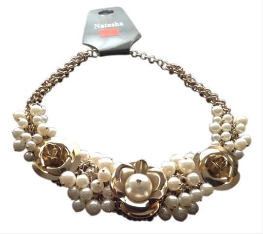 Preload https://item1.tradesy.com/images/gold-flowers-and-pearls-necklace-2187620-0-0.jpg?width=440&height=440