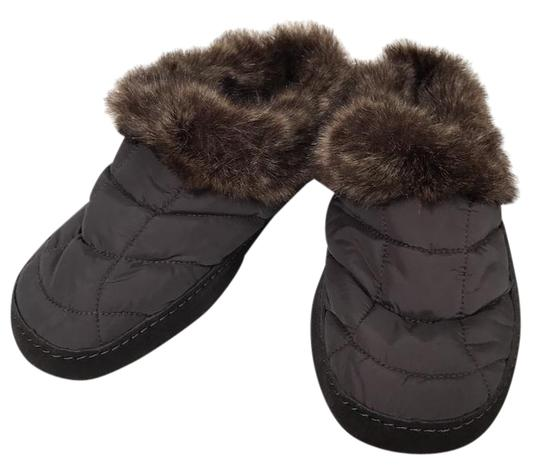 Preload https://img-static.tradesy.com/item/21879417/lands-end-brown-quilted-slippers-mulesslides-size-us-8-extra-wide-ww-ee-0-1-540-540.jpg