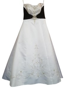 Alfred Angelo White/ Black Satin 1139 Traditional Wedding Dress Size 12 (L)