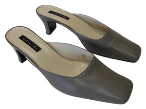 Unisa Leather Size 7.50b Great Condition GRAY Mules