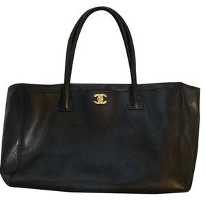 a0ca6c999ade Chanel Cerf Totes - Up to 70% off at Tradesy