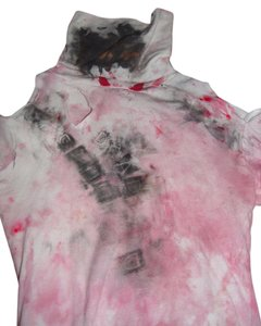 T Shirt White Turtleneck with red and black fabric paint