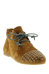 Blackstone Handcrafted Leather Camel Boots