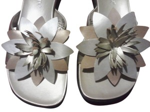 Cabin Creek pale gold and silver Sandals