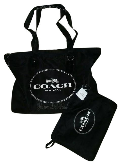 Item - 2 Piece Horse Carriage Tote F32812 Black and White Nylon Weekend/Travel Bag