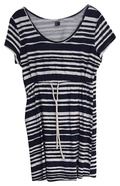 Preload https://item1.tradesy.com/images/h-and-m-dress-navy-and-white-striped-2189390-0-0.jpg?width=400&height=650