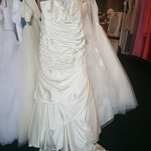 Alfred Angelo Ivory Satin 2347w Modern Wedding Dress Size 16 (XL, Plus 0x)
