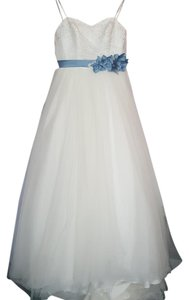 Alfred Angelo Ivory/ Once Upon A Time Blue Lace and Soft Net 2446 Feminine Wedding Dress Size 6 (S)