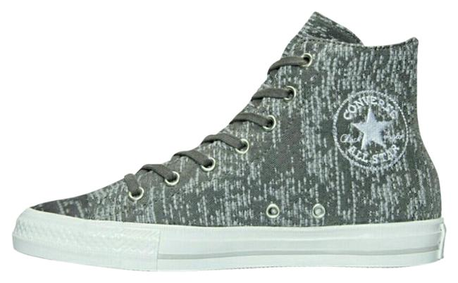Item - Grey and White All Star Sneakers Size US 8 Regular (M, B)