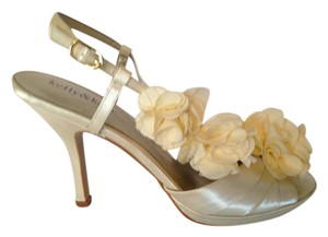 Kelly & Katie Ivory Sling Back Formal Size US 7.5 Regular (M, B)