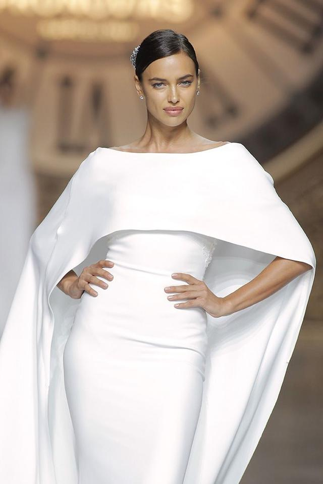 Ovias Off White Crepe Lace Verona With Cape Modern Wedding Dress Size 8 M